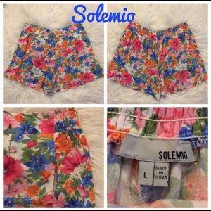 Solemio NWOT Floral Flowing Shorts